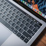 Evaluamos la MacBook Pro con barra touch: Lo mejor de iOS en un gran Mac