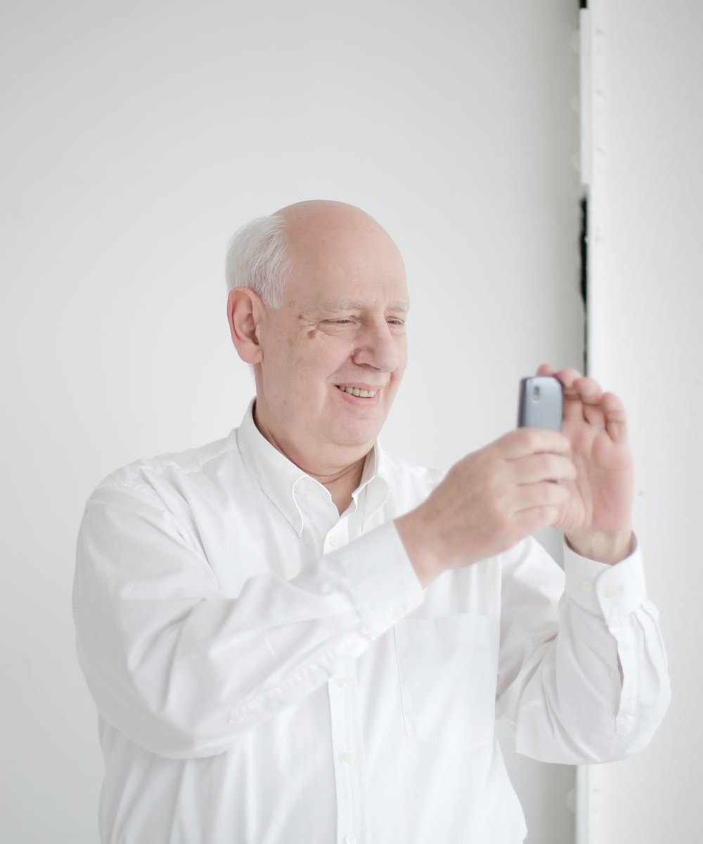 Los mejores teléfonos inteligentes para personas mayores