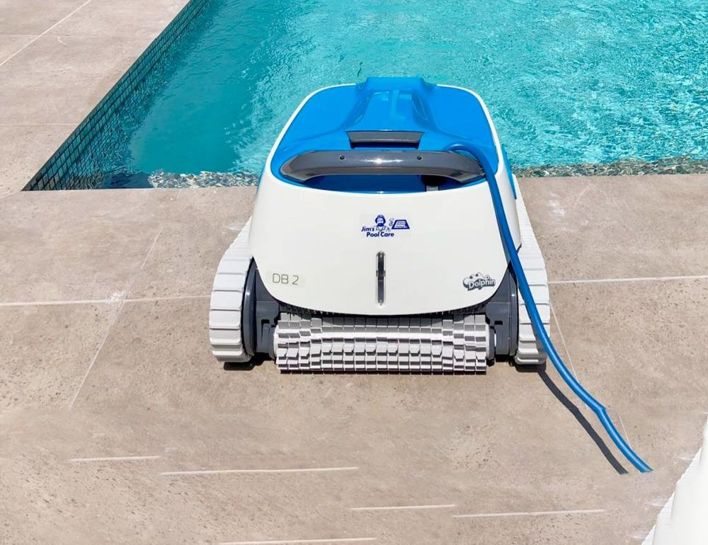 Por qué debes limpiar tu piscina con un robot