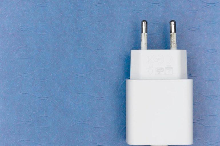 Apple deberá vender sus iPhones con cargador en Brasil